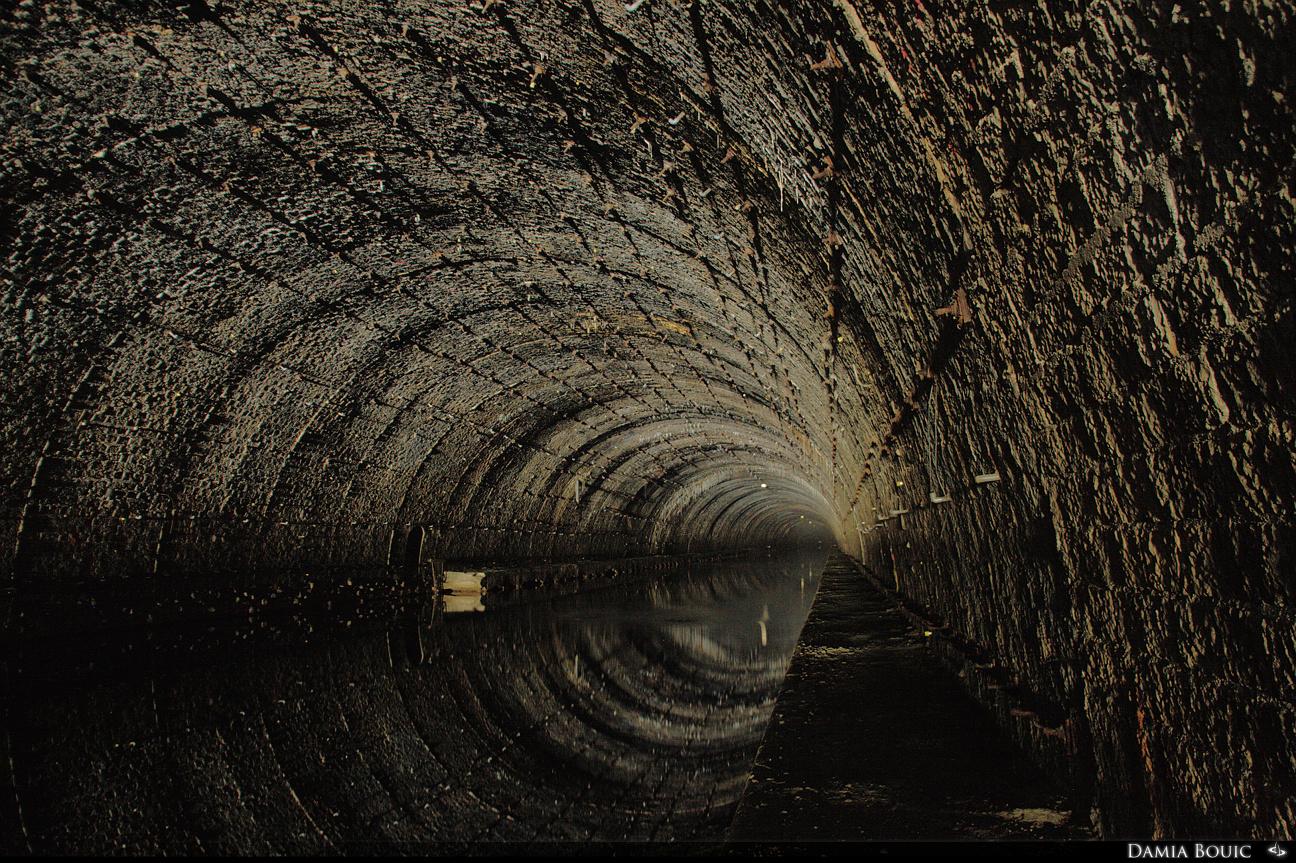explorons le tunnel du rove chez damia bouic. Black Bedroom Furniture Sets. Home Design Ideas
