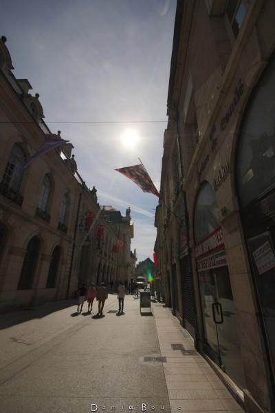 Nouveau test du mode HDR. La rue de la République à Dijon ;)